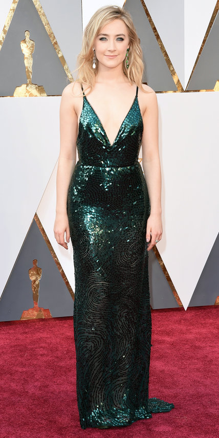 Saoirse Ronan - Ruha: Calvin Klein Collection l Ékszer: Chopard.