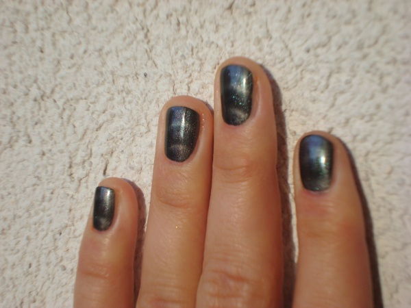 IsaDora_Magnetic_Nails_Northern_Light_2.JPG