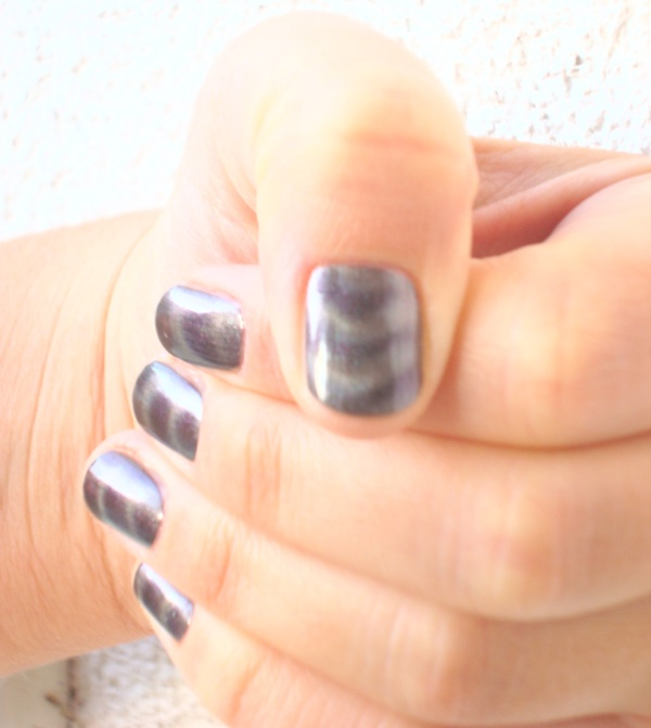 IsaDora_Magnetic_Nails_Northern_Light_3.JPG