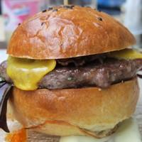 Ebéd? Fekete szezámos bárány burger