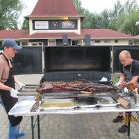 Így készül a Pulled Pork- azaz Dezső II. utóélete (újabb fotók)