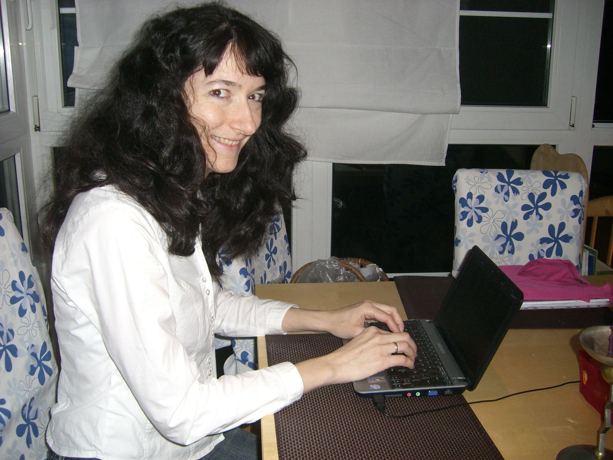 AnettAmComputer.jpg