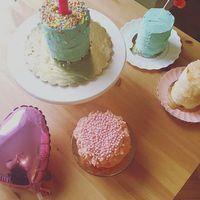 Nézzétek milyen cuki smash cake csodák születtek közös kollaborációnkban @palmacupcake -el!
