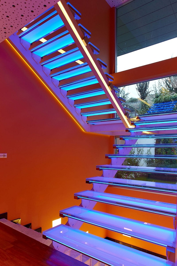 Orange-House-Transparent-Stairs-Orange-Wall.jpg