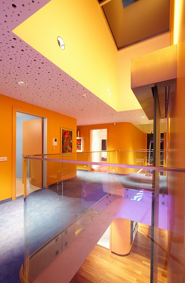 Wooden-Glossy-Floor-Glass-Fence-Orange-House.jpg