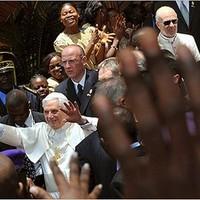 A pápa és az afrikai antikoton-politika