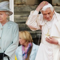 """A """"nép pápája"""" lett Isten náci rotweileréből"""