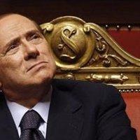 Papi lelép - Meno male che Silvio c'è