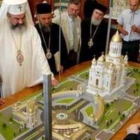 Az Isten román plázája