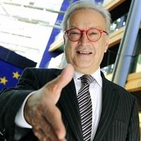 Lehet-e idiótának nevezni egy EP-képviselőt?