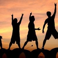 Napjainkban tetőzött az ifjúsági probléma − Kivonuló középosztály IX.