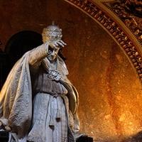 A kapitalizmus-ellenes egyház hamis mítosza