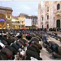Mohamedán vízkereszt a milánói Dómnál