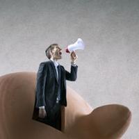 Állami pénzből működve kritizálják a kormányt a függetlenek