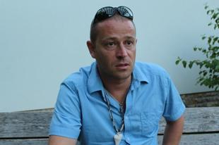 Egy szabad író nem lehet polkorrekt – Interjú Orbán János Dénessel