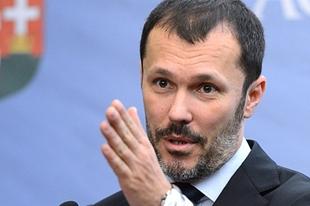 """""""Politikailag megérte"""" – Giró-Szász András a kormány bevándorláspolitikájáról"""