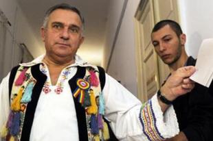 Romániai államfőválasztás – Csak a fejét!