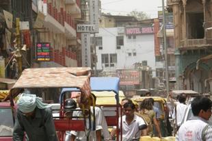 Lángoló aszfalt, foszló kasztok – Incredible India II.