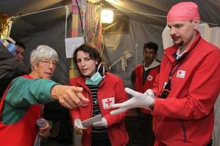 Borzalmas körülmények között segítenek a magyar orvosok az idomeni menekülteken