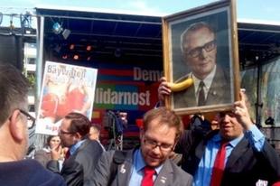 Pisztolyt a bankok fejéhez: így kampányol a Linkspartei