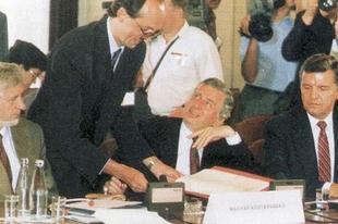 A Varsói Szerződés temetése a Duna-korzón