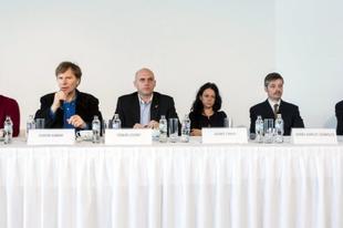 Orbánozó ellenzékiek, ellenzékező civilek − Itt tart most a baloldal