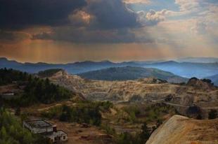 Verespatak: aranyláz Romániában