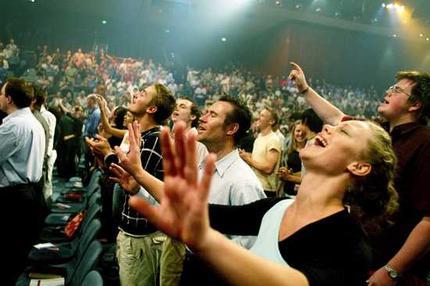 evangelicals-worshiping-20081011.jpg