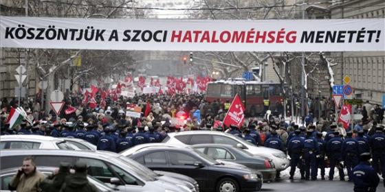 COF_szoci_hatalomehseg_molino_Kossuth_ter.png