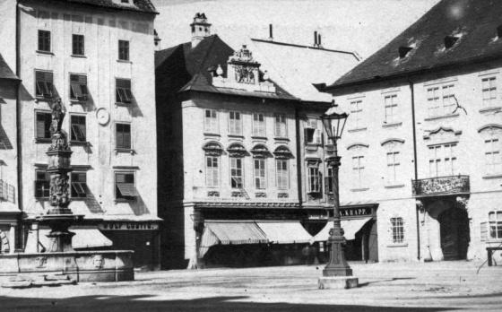 Szlovákia, Pozsony, Főtér, közepén a Roland-kúttal (1900)