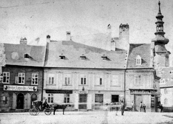 Szlovákia, Pozsony, Nagy Lajos tér déli oldala, jobbra a Szent Mihály-kapu tornya, 1900