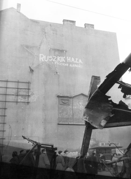 1956_jozsefvaros_kalvin_teri_tuzfal_ruszkik_haza.png