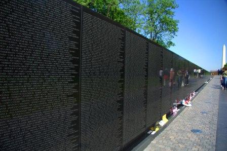 Deák Vietnami veteránok Washington.jpg