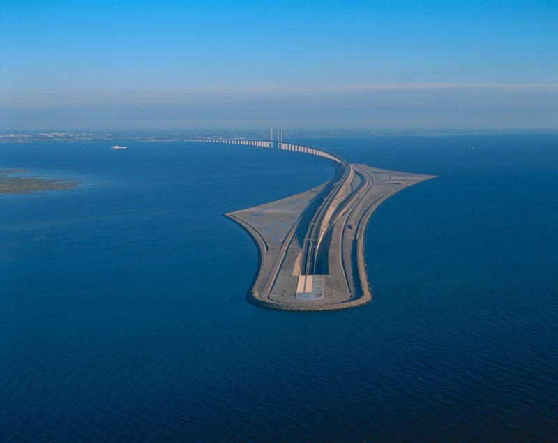 oresund-bridge-tunnel-connects-denmark-and-sweden-13.jpg