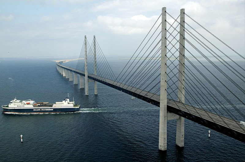 oresund-bridge-tunnel-connects-denmark-and-sweden-8.jpg