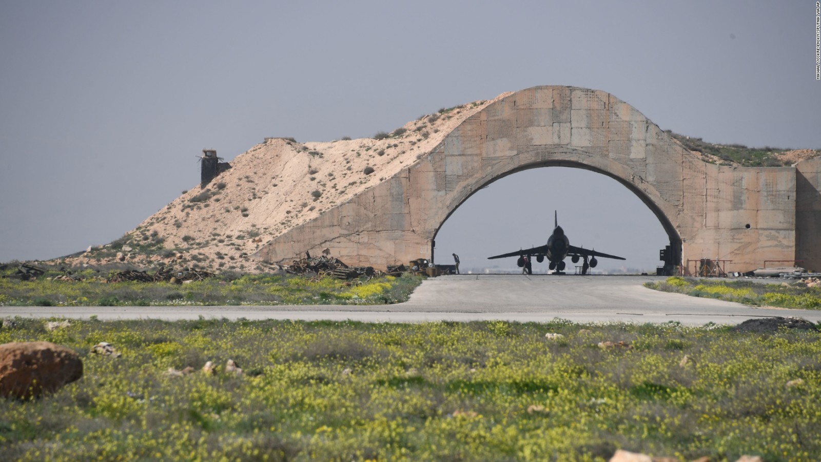 170407084557-03-us-strikes-syrian-airbase-0407-full-169.jpg
