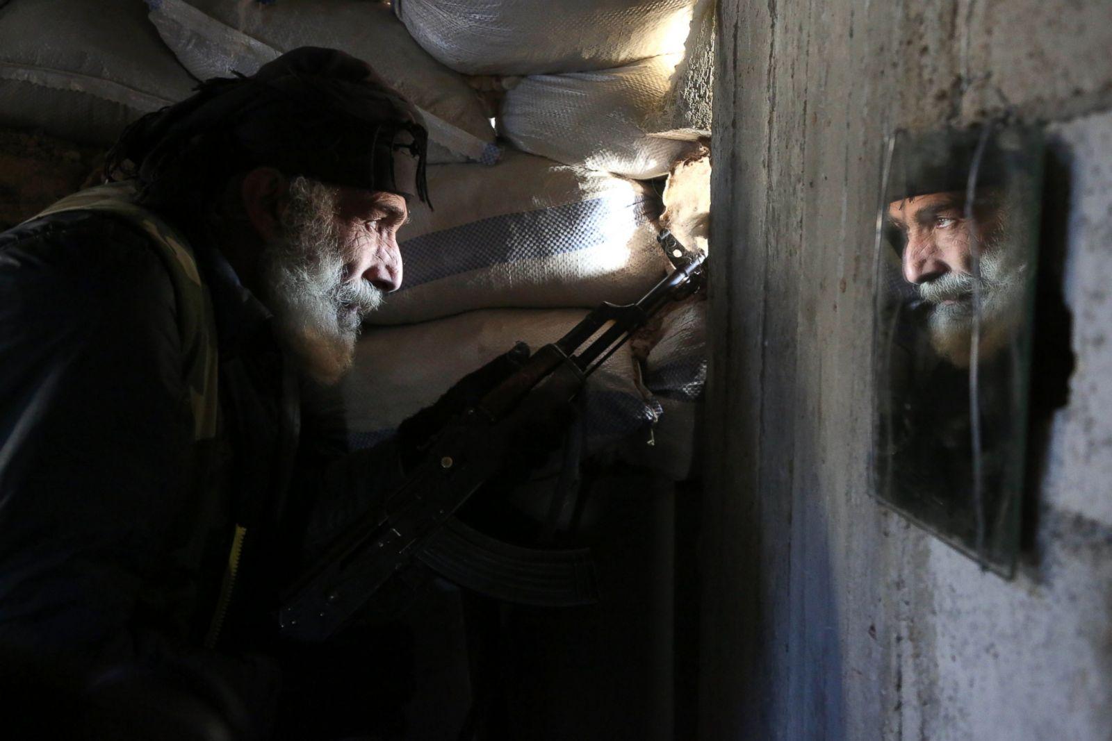 gty-pow-syrian-fighter-mirror-hb-170209_3x2_1600.jpg