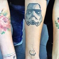 Keresztszemes tetoválás az új divat?