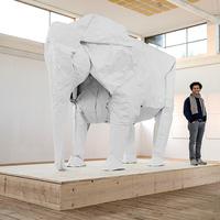 Életnagyságú origami elefánt