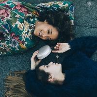 Hangorgia a minimalista kavicsból – BeoPlay A1