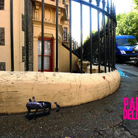 Mini past up graffiti a kelet-londoni házfalak tövében