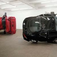 Totálkáros autók a Saatchi Galériában