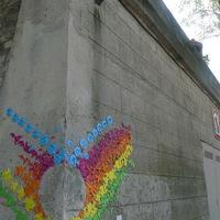 Origami street art a szivárvány jegyében