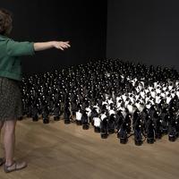 Interaktív pingvintükör reagál a mozgásunkra