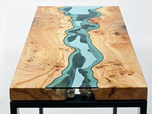 Asztalok, amelyeket folyó hasít ketté