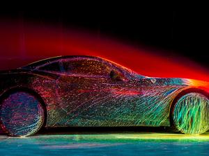 Felejthetetlenül szanaszét festékezett Ferrari
