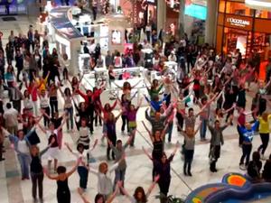 A magyarok is tudnak lazák lenni – hazai és külföldi flashmob körkép