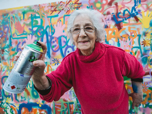 Idősekből graffiti művészek