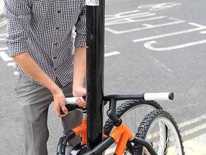 Itt a kanyarba hajlítható racsnis kerékpár, az U-bike