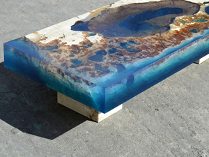 Egy darabka óceán asztallá formálva